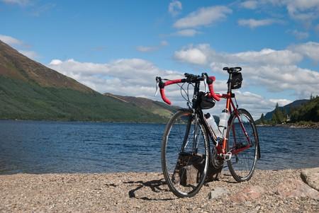 Loch and Bike | © David Kusserow/Flickr