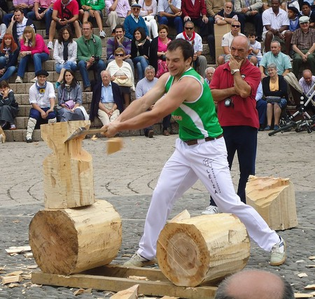woodchopping | ©Asier Sarasua Garmendia, Assar/Wikimedia Commons