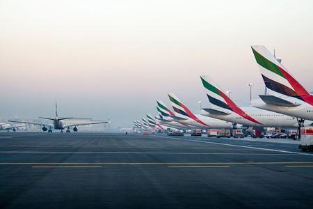 Emirates' tails at the Dubai International Airport   © Alex Polezhaev / Wikimedia