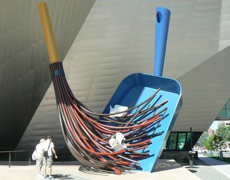 The Big Sweep by Coosje van Bruggen and Claes Oldenburg  © Wikipedia Commons