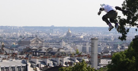 Extreme roller blader Taïg Khris setting a 29-meter record at the Sacré-Coeur │© ParisSharing / Flickr