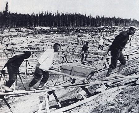Prisoner labor at construction of Belomorkanal | Wikimedia Commons