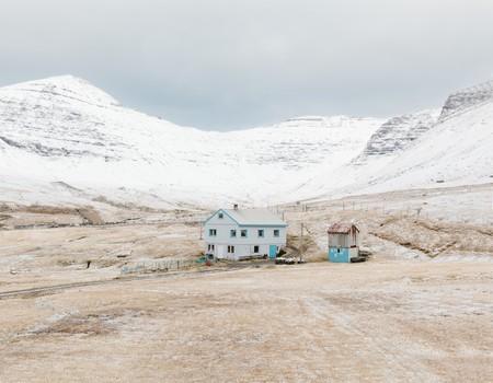 Kevin Faingnaert, House in the village of Gásadalur. Population: 16, 2017 | © Kevin Faingnaert