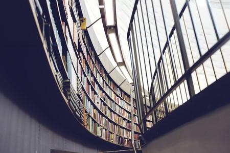 Shelves of books © Pixabay