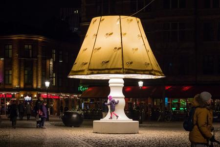 Art installation lights up Lilla Torg |© Susanne Nilsson / Flickr