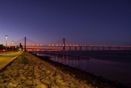 Lisbon's bridge at night © Pixabay
