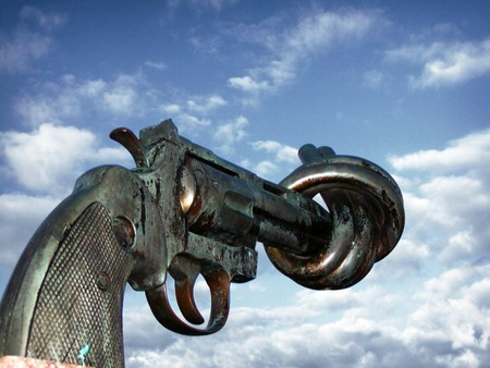 The Knotted Gun   © Francois Polito/Wikipedia Commons