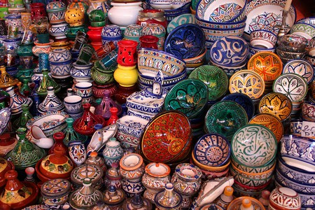 Moroccan pottery in a souk   © Valdiney Pimenta/Flickr