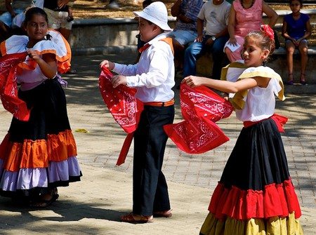 Traditional Costa Rican costumes | © Robert Ciavarro/Flickr