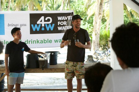Waves For Water founder Jon Rose does a water demo in the Philippines | © Red Bull