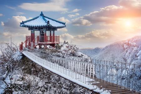 YakSaam Temple, Geumosan Mountain   © Guitar phtographer / Shutterstock