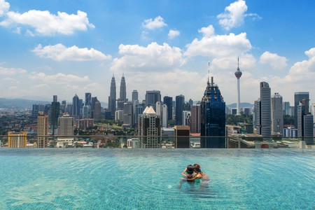 Infinity pool on top of hotel | © Prasit Rodphan/Shutterstock