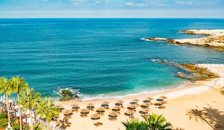 Beirut Coast Landscape at the Resort Hotel in Raouche, Beirut, Lebanon | © JPRichard/Shutterstock