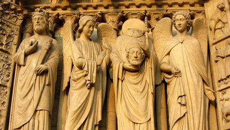 Statue on Notre-Dame of Saint-Denis, who didn't manage to survive Paris │© Ronile / Pixabay