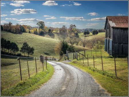 """<a href=""""https://www.flickr.com/photos/wrshow/32334170162/"""" target=""""_blank"""">Back road in Tennessee   © Bill Showalter / Flickr</a>"""