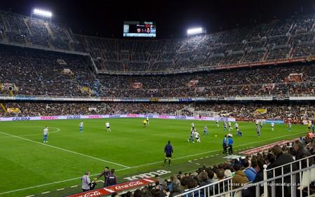 A match at the club's Mestalla stadium, Valencia. Photo: Flickr/Víctor Gutiérrez Navarro.