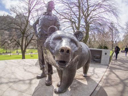 A statue of Wojtek the Bear in Princes Street Gardens, Edinburgh   © Taras Young/Wikicommons