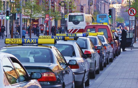 "<a href=""https://commons.wikimedia.org/wiki/File:Taxi_Rank_Dublin.JPG"" target=""_blank"">Taxi rank on O'Connell Street Dublin, Ireland   © Jaqian / Wikimedia Commons</a>"