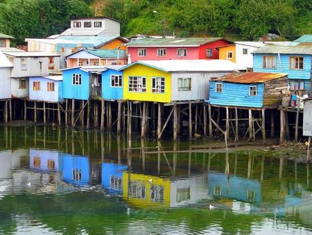 Colourful palafitos in Castro, Chile © Christian Córdova/Wikipedia Commons