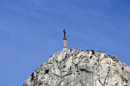 The Sainte-Victoire mountain outside Aix en Provence is accessible on foot | © Axel Brocke/Flickr