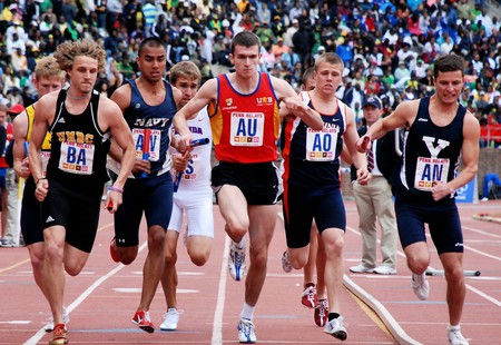 A collegiate relay race at the Penn Relays | © Flickr/Amanda Cegielski