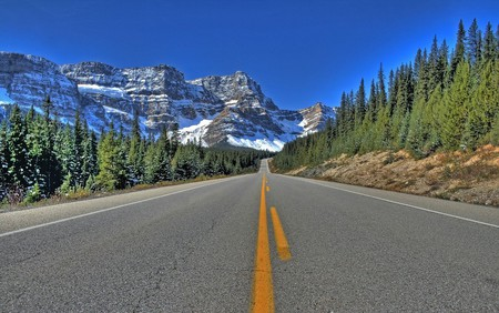 Scenic views from a BC highway | © Andrew E. Larsen / Flickr