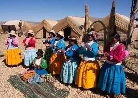 Peruvian Aymara women chanting in their native language. |©Nick Jewell/Flickr