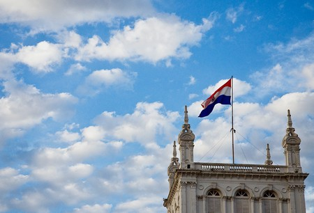 Paraguay's flag flying in the wind | ©Leticia Chamorro/Flickr