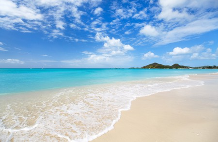 Tropical beach, Antigua | © BlueOrange Studio/Shutterstock