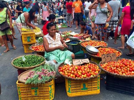 Filipino woman street vendor   © Nikki Vargas