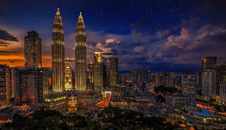 Bringing together a rich mix of Chinese, Indian, Malay, British and indigenous cultures, Kuala Lumpur has a variety of architectural delights and great food |  © Walkerssk / Pixabay