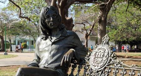 "John Lennon statue, Vedado, Havana | © <a https://www.flickr.com/photos/zambog/5477475010/"">  Gerry Zambonini / Flickr</a>"