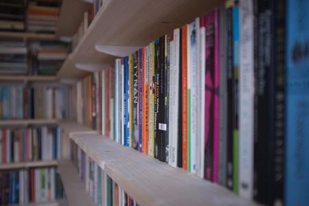 Shelves full of books | © Andy Lamb/ Flickr