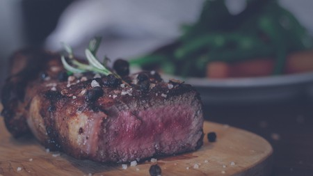 Beef steak braaied to perfection   ©Sebastián LP/Unsplash