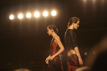 Two models on the runway | © Erich Stüssi/Flickr