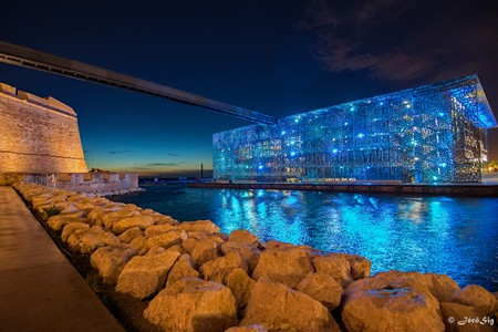 There are lots of great reasons to visit Marseile, not least because of the MUCEM building |© JeroSig / Flickr