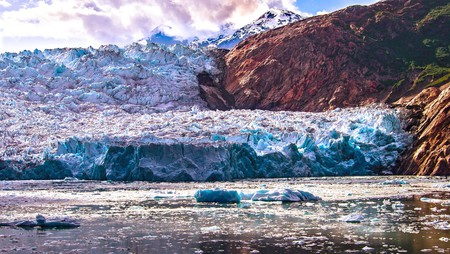Alaskan glacier showing the effects of climate change © Ian D. Keating/Flickr