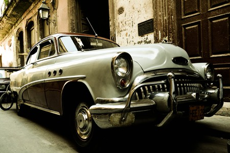 "Old American car, Cuba | © <a href=""https://www.flickr.com/photos/rogerschueeber/7235226674/"">  Roger Schüeber / Flickr</a>"