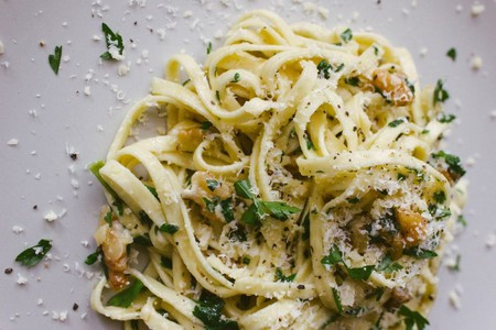 Walnut, Parsley and Parmesan Linguine | © Amelia Crook/Flickr