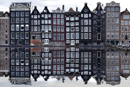 Typical canal houses in Amsterdam   © pixabay