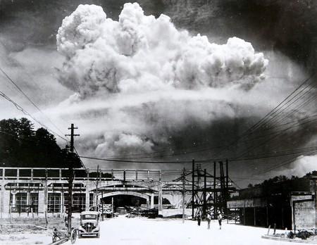 Atomic cloud over Nagasaki from Koyagi-jima by Hiromichi Matsuda | Wikimedia Commons