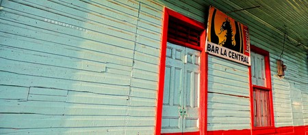 All bars serve guaro © Bernal Saborio/Flickr
