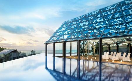 Best Rooftop Pools in Bali | Courtesy of Le Méridien Bali Jimbaran