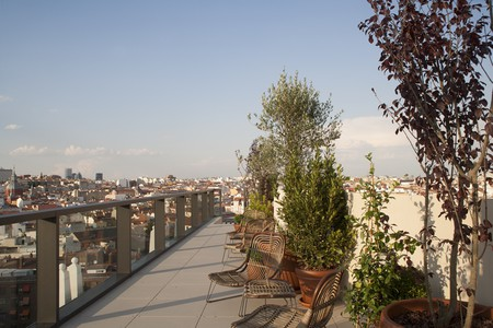 Check out Madrid's hottest rooftop hangout, the Dear Hotel │© The Dear Hotel