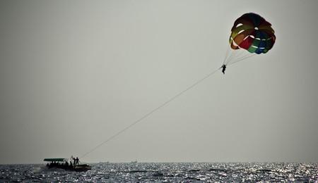 Parasailing © Nilesh & Anshul / Flickr