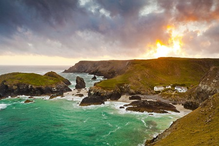 Kynance Cove. | © Kav Dadfar/robertharding/REX/Shutterstock (5663815a)