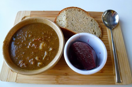 Scouse, beetroot and bread | © Alison Benbow/Flickr