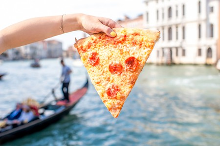 Venice fast food © RossHelen/Shutterstock