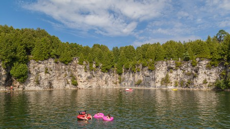 Floating away in Elora Quarry | © JHVEPhoto / Shutterstock