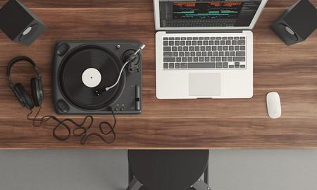 "<a href=""https://pixabay.com/en/turntable-top-view-audio-equipment-1337986/"" target=""_blank"" rel=""noopener noreferrer"">Music | Pixabay</a>"
